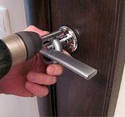 Установка и замена дверных ручек
