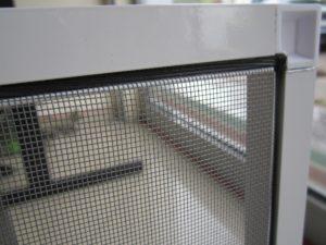 Установка москитной сетки на пластиковое окно